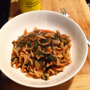 Photo of egg noodles with spinach