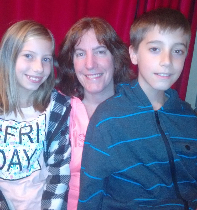 Photo of Ilene Toth and her kids