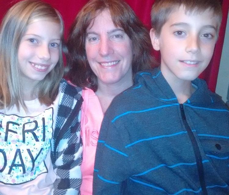 Photo of Ilene Toth and her kids